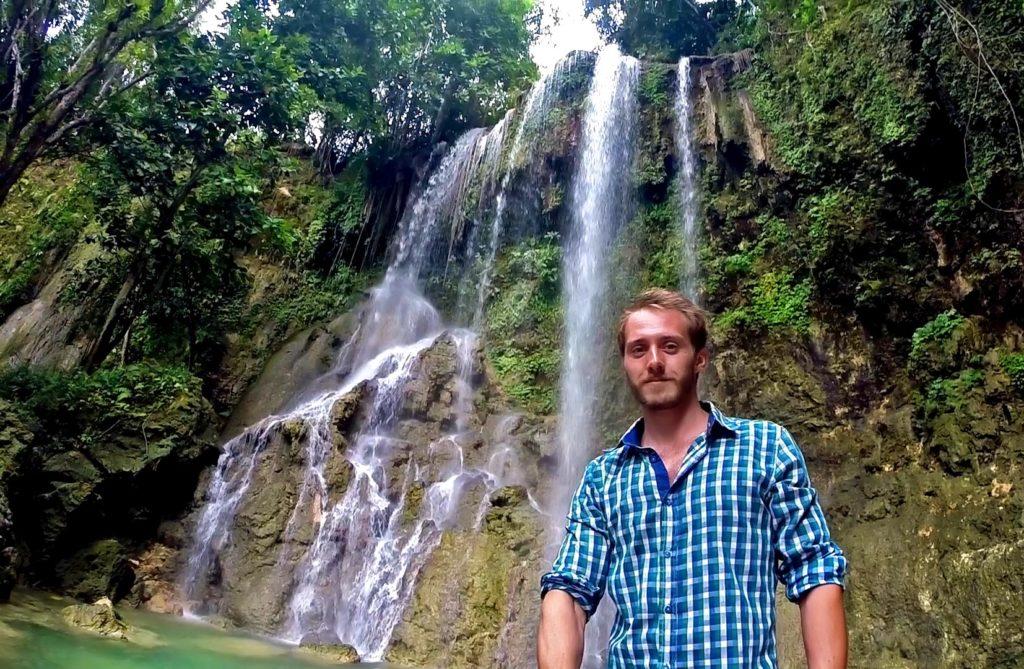 Selfičko tesne pri vodopáde Kawasan.