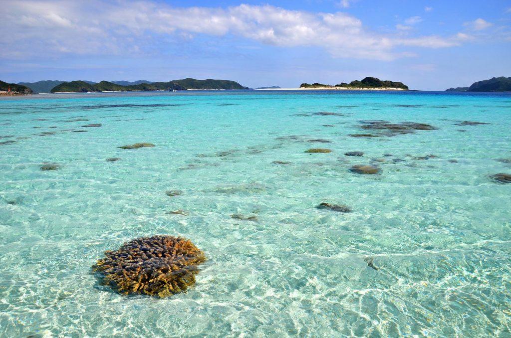 Čistejšiu vodu nájdete málokde :) Japonsko sa ako plážová destinácia hravo vyrovná Filipínam či Thajsku.