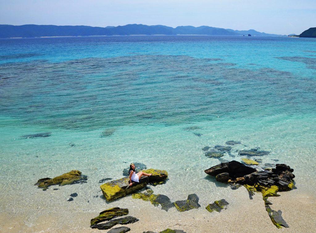 Čistý a modrý oceán na ostrove Zamami. No proste 50 odtieňov modrej :)