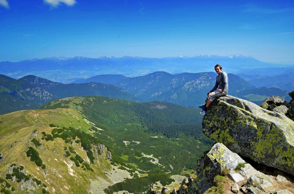 Vrch Ďumber ponúka krásne pohľady a je to jeden z najkrajších bodov celej hrebeňovky.