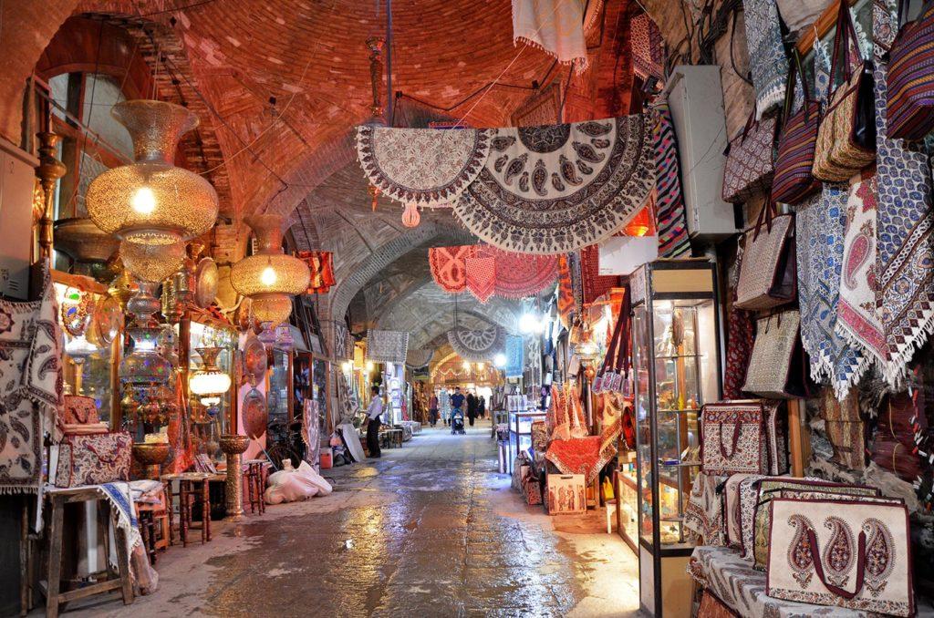 Iránsky bazár. Najčastejšie mi ponúkali perzské koberce... Jasne, hneď si jeden zbalím do vaku :D