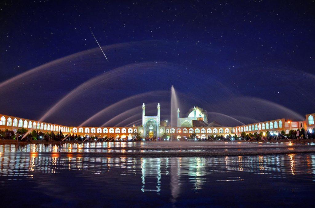 Nočná scenéria námestia Naghsh-e Jahan Square, ktoré je zapísané v UNESCO a právom patrí medzi najkrajšie na svete.