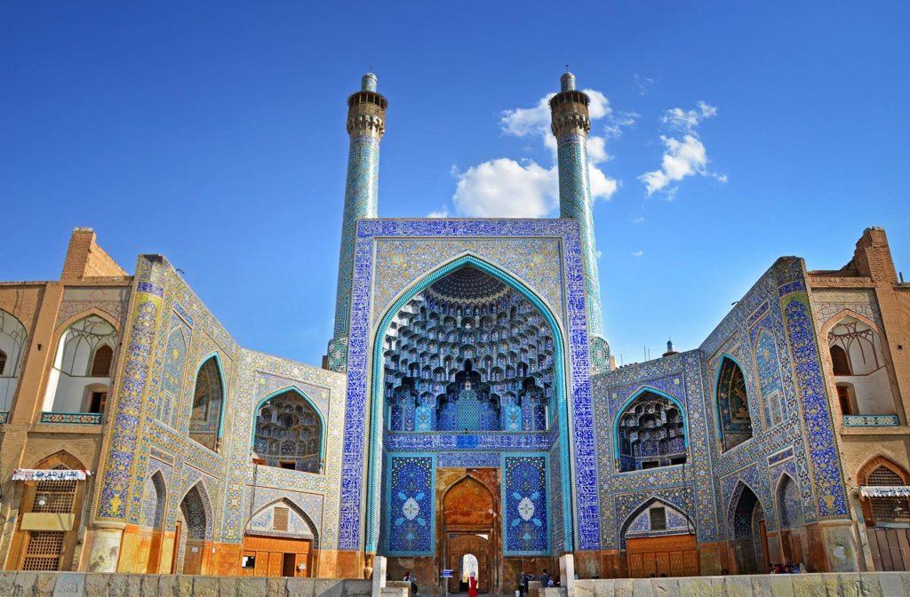 Mešita Shah v meste Isfahán. Táto stavba dominuje celému námestiu v Isfaháne, ktoré je jedným z najväčších na svete.