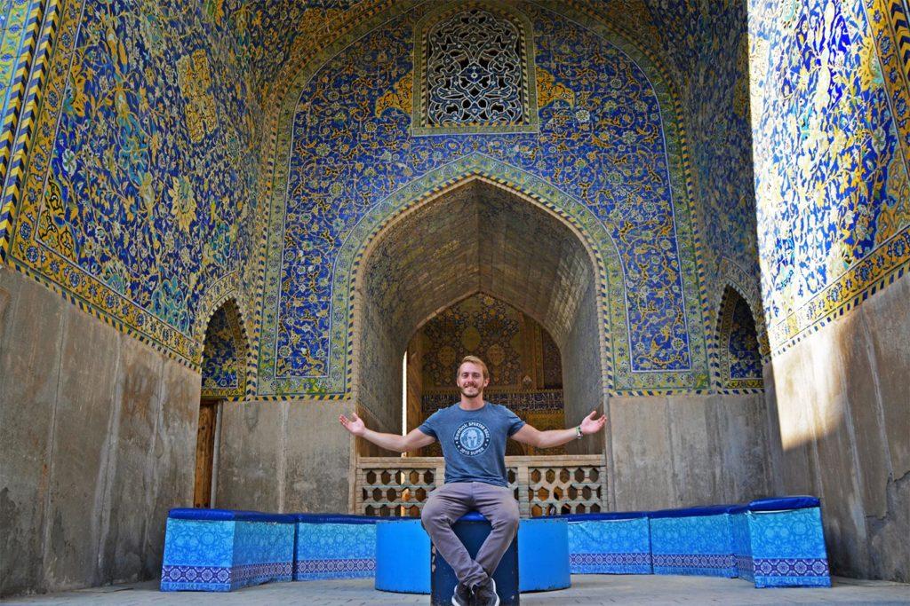 Sparťan, ktorý sa dostal až do Perzskej ríše :D Počas týždňa v Iráne som sa zmenil na blonďáka - počas 7 dní na mňa v kuse pálilo slnko, teploty v júli každý deň dosahovali cca 42°C a oblaky by som dokázal za celý týždeň zrátať na prstoch jednej ruky.