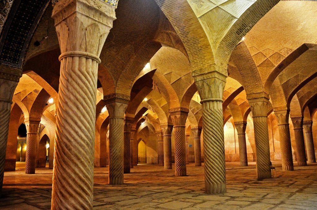Stĺpy, všade stĺpy! Mešita Vakil v Iráne je ich plná :)