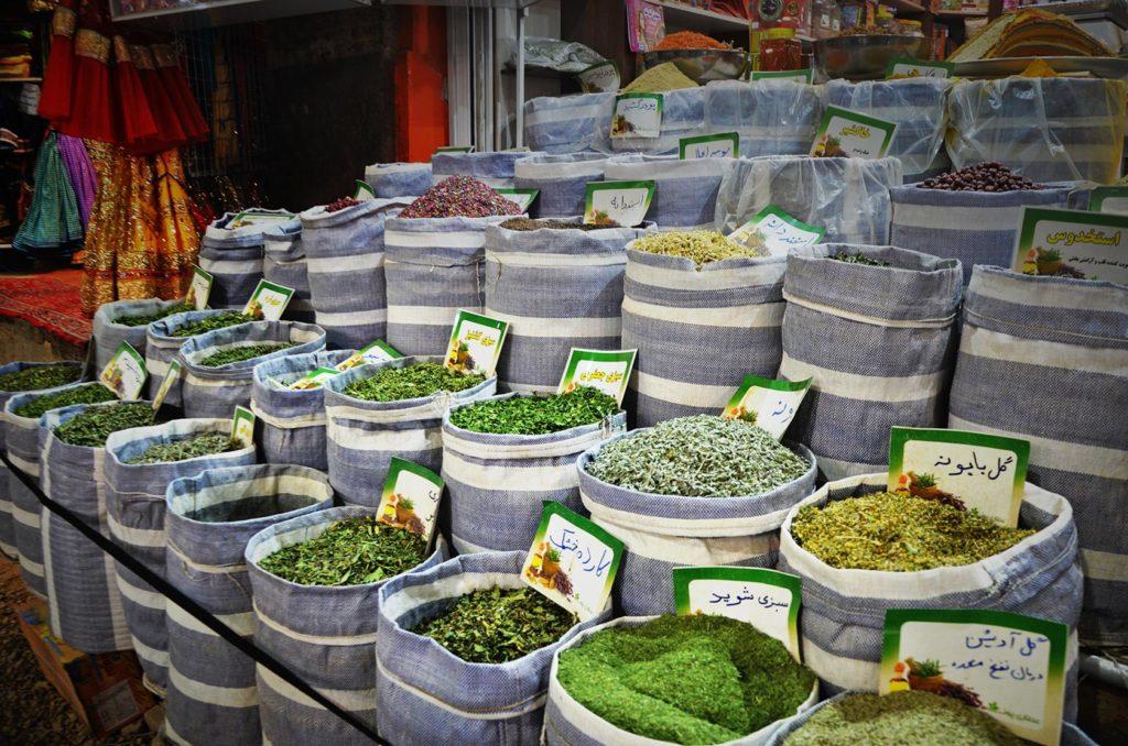 Irán je farebný nielen svojou architektúrou, ale aj korením a tovarom na trhoviskách.