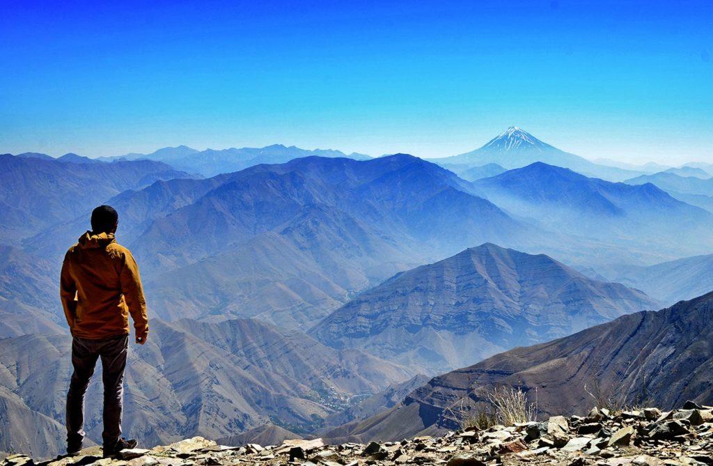 Skvelý pocit umocňovalo to, že som bol na vrchole úplne sám. Skvelo som si touto túrou vyčistil hlavu. A povedal som si, že do Iránu sa musím vrátiť znova a tentokrát zdolať ten vrch v diaľke - Damávand s výškou 5 610 m :)