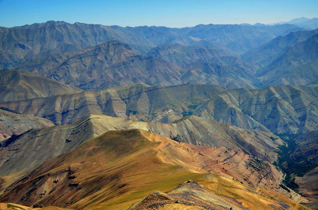 A to už je výhľad z vrcholu Tochalu - 3 964 m.n.m
