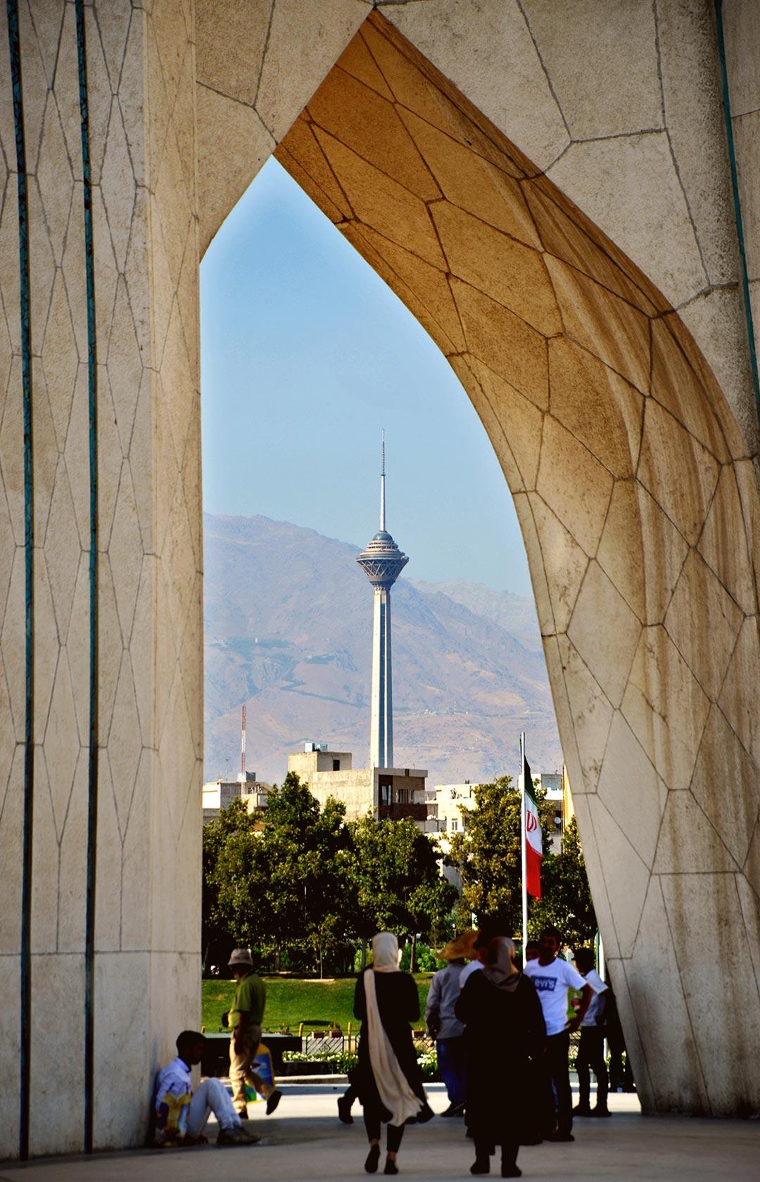 435 metrov vysoká veža Bordž-e mílád je 5. najvyššou vežou na svete. Je prístupná aj pre turistov. Ja som bohužiaľ nemal na návštevu čas.