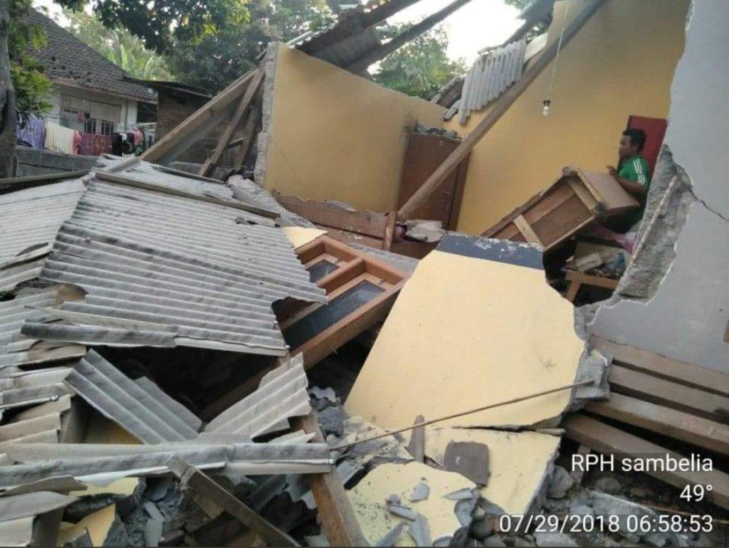 Následky zemetrasenia na ostrove Lombok, Indonézia.